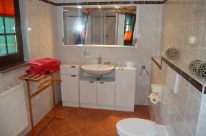 Badezimmer (mit Dusche)